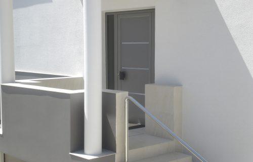 Puerta exterior de pvc casa moderna